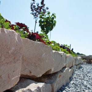 Jura Mauersteine aufgemauert Trockensteinmauer Naturstein